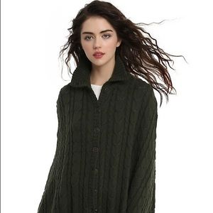 NWT Outlander Cable Knit Cape S/M